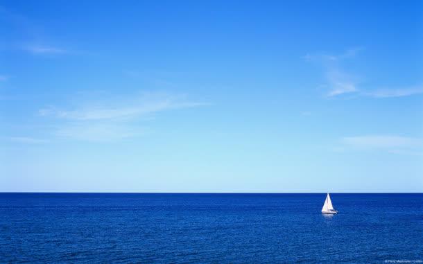 蓝色广阔大海帆船海报背景
