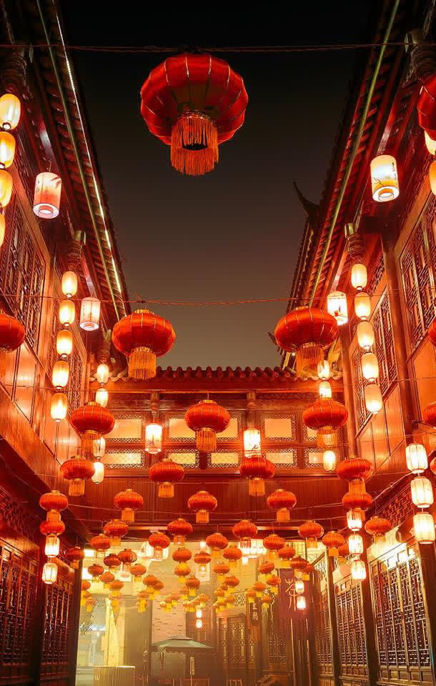 中国风新年红灯笼古镇海报背景