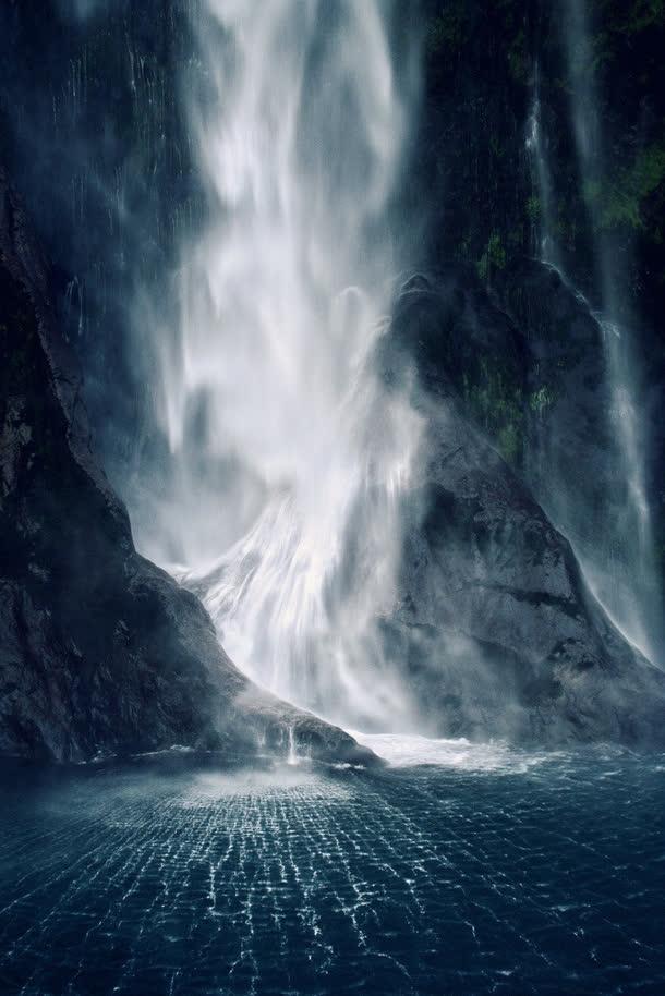飞流直下的瀑布呼啸而过免抠素材免费下载_觅元素51.